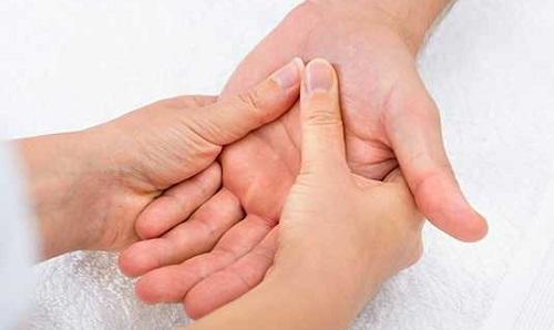 mains réflexologie palmaire